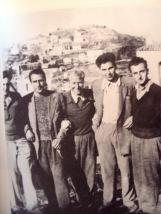 Μίκης Θεοδωράκης με συνεξόριστούς του το 1947 στην Ικαρία