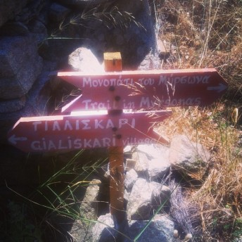 Hiking sign in Myrsonas, near the waterfalls